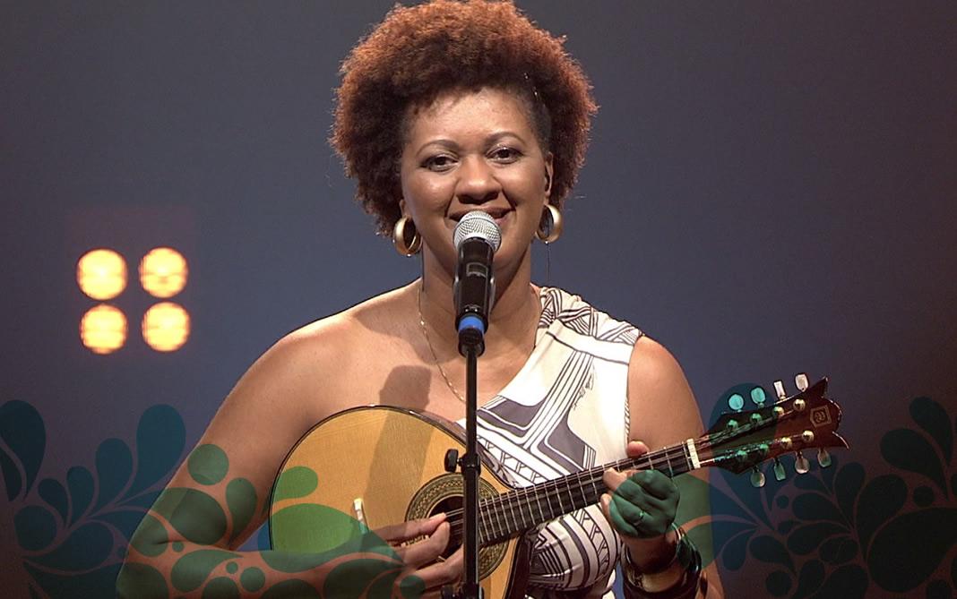 Nilze Carvalho canta Peço a Deus para homenagear mães